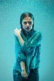 Портрет молодой красивой женщины в дожде Стоковые Фотографии RF
