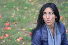 Портрет молодой красивой женщины с яблоками Стоковая Фотография RF