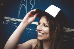 Портрет молодой красивый представлять девушки конькобежца Стоковая Фотография