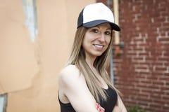Портрет молодой красивый представлять девушки конькобежца Стоковое Фото