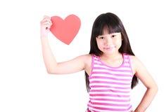 Портрет молодой милой девушки с красным сердцем Стоковые Изображения