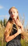 Портрет молодой милой женщины внешний Стоковое Фото