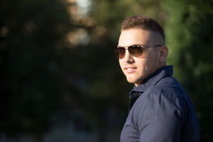 фото мужчины в очках солнечных на аву