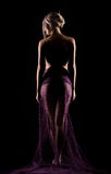 Портрет молодой общительной красивой сексуальной женщины в purp lite Стоковые Изображения