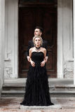 Портрет молодой пары в черных костюме и платье венчание Стоковое Изображение RF