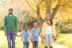 Портрет молодой усмехаясь идти семьи Стоковое Фото