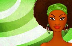Портрет молодой чернокожей женщины на этнической rastafarian предпосылке Стоковая Фотография