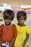 Портрет 2 молодых индийских девушек Стоковые Фотографии RF
