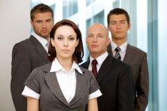 Портрет молодых кавказских бизнесменов в офисе Стоковые Изображения RF