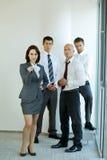 Портрет молодых кавказских бизнесменов в офисе Стоковое Фото