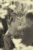 Портрет молодых пар напольный стоковое изображение rf