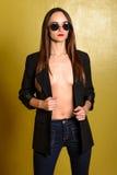 Портрет моды девушки с солнечными очками Стоковое Изображение