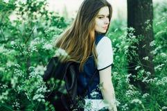 Портрет моды лета дамы очарования чувственной молодой стильной мы Стоковое Фото