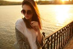 Портрет моды лета внешний молодой красивой девушки Стоковое Изображение RF