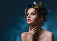 Портрет моды. Красивая женщина с покрашенными волосами стоковое изображение