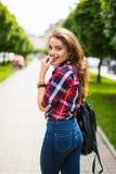 Портрет моды образа жизни лета солнечный молодого стильного битника Стоковые Фото