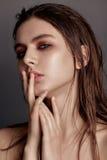 Портрет моды студии женщины yong милой состав o фото Стоковая Фотография RF