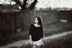 Портрет моды улицы молодой девушки темных волос Стоковое Изображение RF