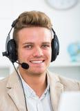Портрет мужского работника с шлемофоном Стоковые Изображения RF
