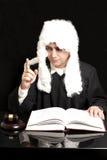 Портрет мужского юриста с молотком и книгой судьи на черном backg Стоковая Фотография RF