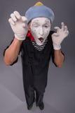 Портрет мужской пантомимы в красной голове и с белизной Стоковое Изображение RF