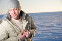 Портрет мужчины зимы. Стоковое фото RF
