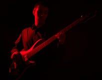 портрет музыканта басовой гитары Стоковое Фото