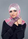Портрет мусульманских женщин в hijab стоковые фотографии rf