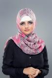 Портрет мусульманских женщин в hijab стоковые изображения rf