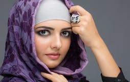 Портрет мусульманских женщин в hijab стоковое фото rf