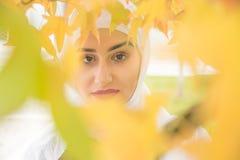 Портрет мусульманской женщины с hijab Стоковая Фотография RF