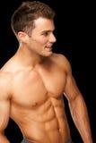Портрет мыжского спортсмена мышечного на черноте Стоковое фото RF