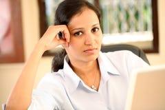 Портрет напряжённой женщины дела Стоковое Фото