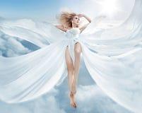 Портрет нимфы летания белокурой стоковое изображение rf