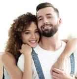 Портрет нов-пожененной пары мечтая покупать их квартиру Стоковое фото RF