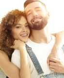 Портрет нов-пожененной пары мечтая покупать их квартиру Стоковые Изображения RF