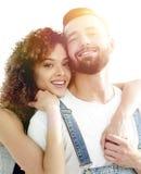 Портрет нов-пожененной пары мечтая покупать их apar Стоковое Фото