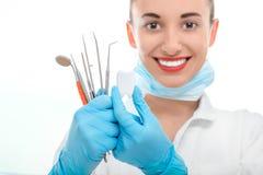 Портрет доктора молодой женщины на белой предпосылке Стоковые Фото