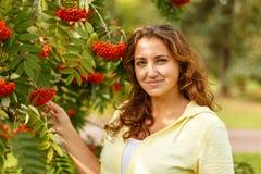 Портрет осени с ashberry Стоковое Изображение RF