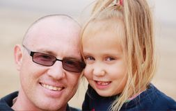 Портрет отца и дочи стоковое фото