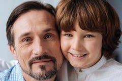 Портрет отца и сына быть совместно Стоковые Фото