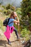 Портрет отдыхать девушки альпиниста Стоковая Фотография