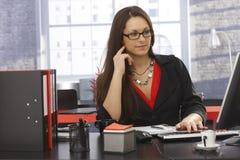 Портрет офиса работая коммерсантки Стоковая Фотография RF