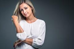 Портрет очень привлекательной блондинкы Стоковые Изображения