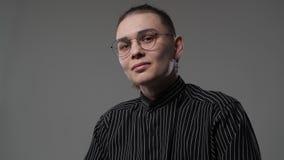 Портрет парня с серьгой сток-видео