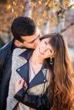Портрет пар женщины человека целуя солнечный Стоковые Фото