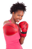 Портрет перчаток бокса женщины пригодности нося Стоковые Изображения RF