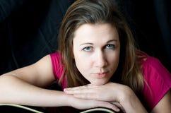 Портрет песенника гитариста певицы Стоковое Фото