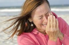 Портрет плача женщины outdoors Стоковая Фотография