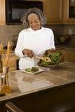 Портрет пожилой Афро-американской женщины дома Стоковая Фотография